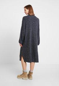 Monki - MALVA DRESS - Pletené šaty - grey dark unique - 3