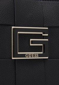 Guess - LIBERTY CITY - Velká kabelka - black - 3