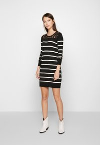 Vero Moda Petite - VMLACOLE LACE DRESS - Vestido de punto - black/snow white/black lace - 1