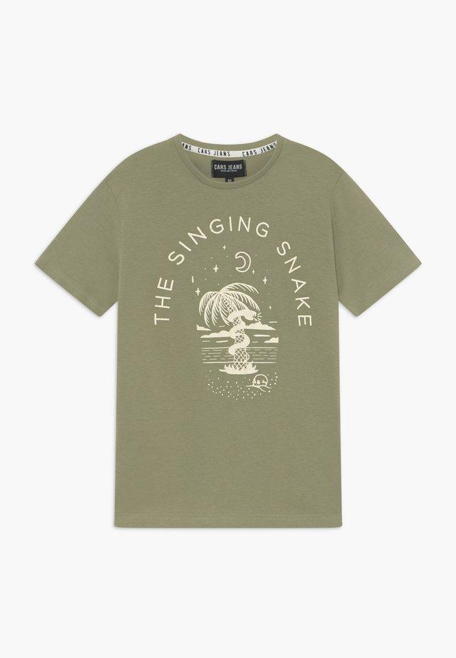 KIDS CLARCK - T-shirt z nadrukiem - olive