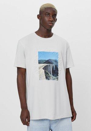 MIT FOTOPRINT  - T-shirt con stampa - beige