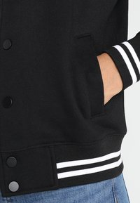 Urban Classics - LADIES INSET COLLEGE JACKET - Mikina na zip - black/white - 5