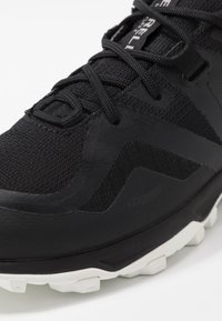 Merrell - MQM FLEX 2 GTX - Hiking shoes - black/white - 5