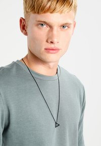 Icon Brand - POINT NECKLACE - Necklace - black - 1