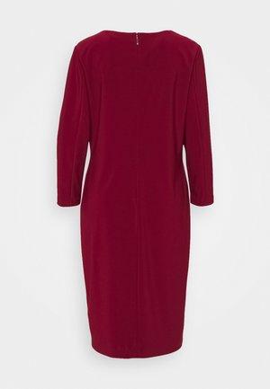 BONDED DRESS TRIM - Shift dress - romantic garnet