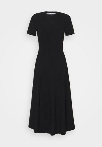 CUT OUT BACK KNIT DRESS - Pletené šaty - black