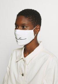 Karl Kani - SIGNATURE FACE MASK - Community mask - white - 2