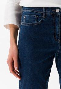 BRAX - STYLE SHAKIRA - Slim fit jeans - clean regular blue - 3