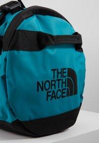 The North Face - BASE CAMP DUFFEL M UNISEX - Sports bag - fanfare green/black - 2