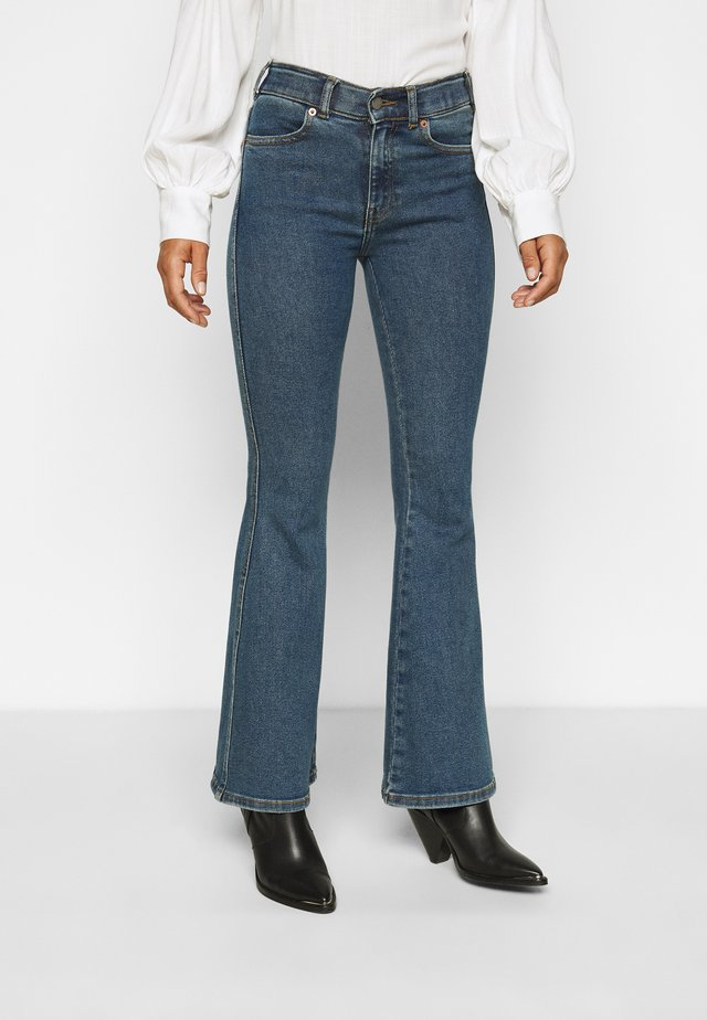 MACY - Flared Jeans - stoker blue