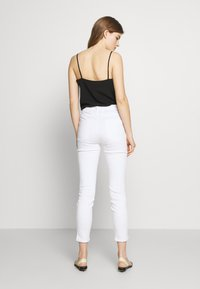 CLOSED - SKINNY PUSHER - Jeans Skinny Fit - white - 2