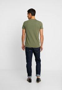 Tommy Hilfiger - STRETCH TEE - Camiseta básica - green - 2