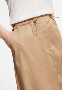 comma - MIT TUNNELZUG - A-line skirt - sahara - 3