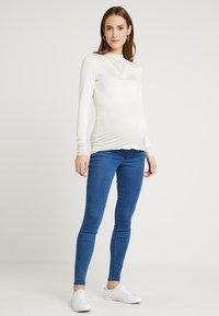 Zalando Essentials Maternity - Jeans Skinny Fit - blue denim - 1
