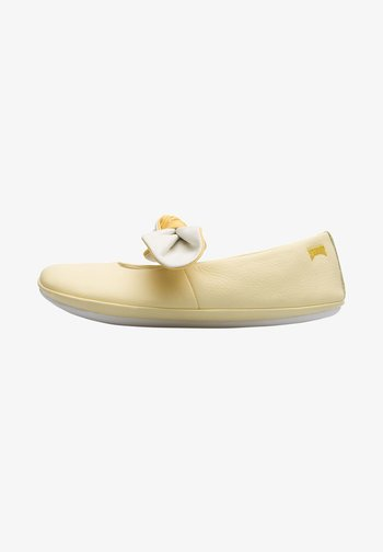 RIGHT - Ankle strap ballet pumps - gelb