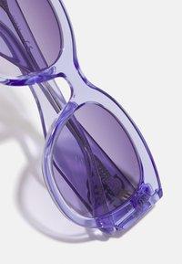 Guess - KIDS EYEWEAR UNISEX - Sunglasses - purple - 3