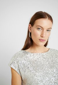 Dorothy Perkins - SEQUIN TEE - Blůza - champagne - 5