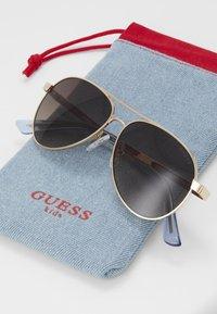 Guess - Sluneční brýle - gold/blue - 3