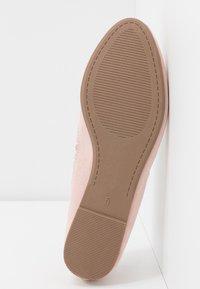 Dorothy Perkins - PIPPA SCALLOP ROUND TOE  - Ballet pumps - blush - 6