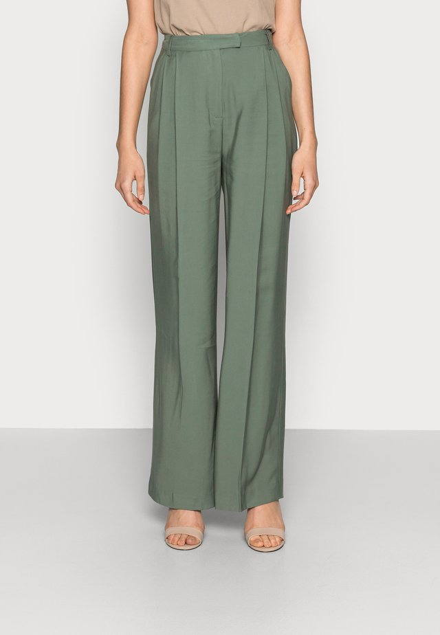 MOORE PLEATED PANTS - Broek - laurel green