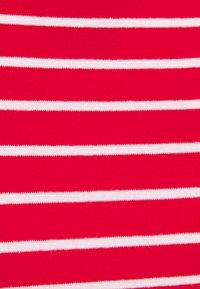 GAP Petite - BOATNECK - Print T-shirt - red white - 2