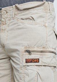 Superdry - PARACHUTE - Shorts - sand - 5