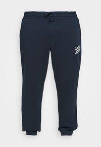 Jack & Jones - JJIGORDON JJNEWSOFT PANT - Teplákové kalhoty - navy blazer - 3