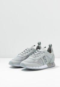 EA7 Emporio Armani - UNISEX - Sneakers basse - grey - 2