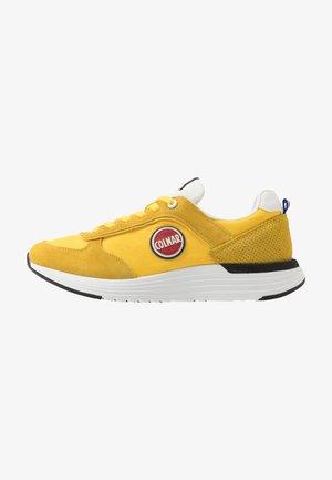 TRAVIS X-1 BOLD - Sneakers basse - yellow