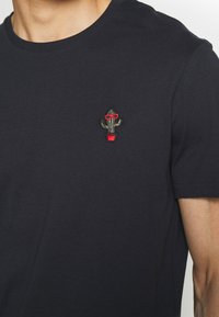 Pier One - 2Pack - T-shirt - bas - olive/dark blue - 5