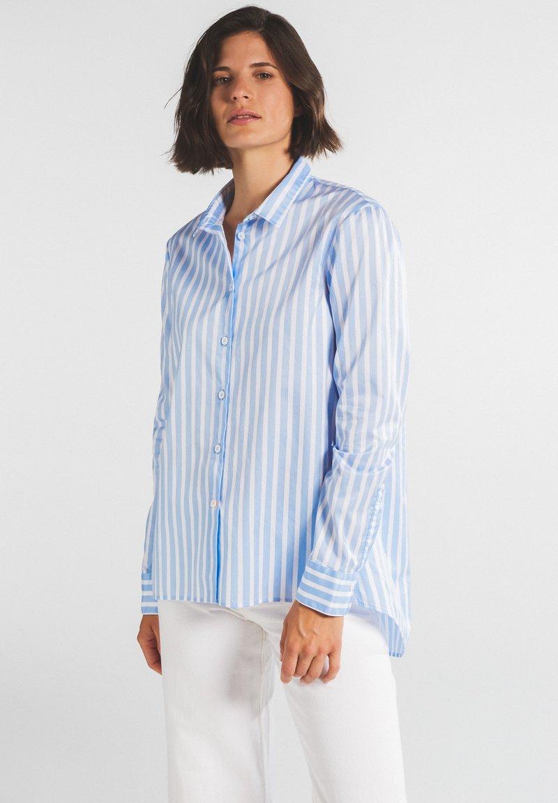 Eterna - Button-down blouse - hellblau/weiß