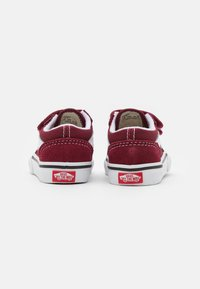 Vans - OLD SKOOL UNISEX - Sneakers laag - pomegranate/true white - 2
