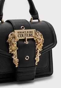 Versace Jeans Couture - GRANA BUCKLE HANDBAG - Handbag - nero - 3