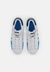 adidas Originals - SUPERSTAR - Tenisky - bright blue/white/core black - 3