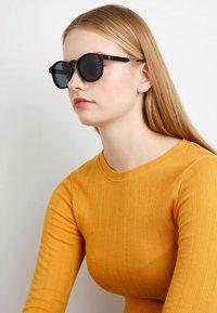 CHPO - JOHAN - Sunglasses - black - 2