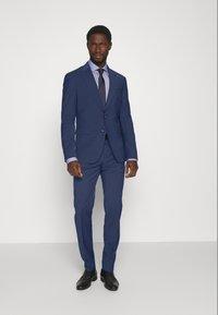 Tommy Hilfiger Tailored - FLEX SLIM FIT SUIT - Puku - blue - 0