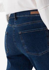 BRAX - STYLE SHAKIRA - Slim fit jeans - clean regular blue - 4