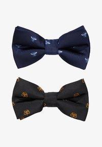 Burton Menswear London - CROWN&WASP 2 PACK - Pajarita - black - 1
