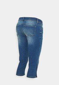 MAMALICIOUS - MLPIXIE CAPRI - Szorty jeansowe - light blue denim - 1