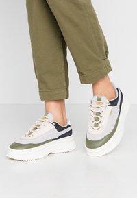 Puma - DEVA REPTILE - Sneakers - raindrops - 0