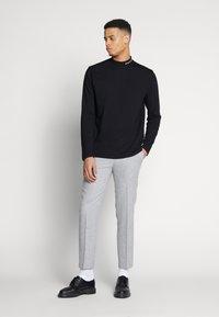 Shelby & Sons - BEMBRIDGE TROUSER - Trousers - light grey - 1