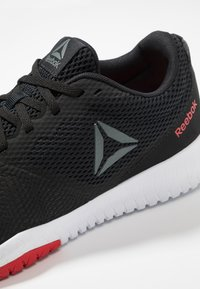 Reebok - FLEXAGON FORCE TRAINING LIGHT SHOES - Scarpe da fitness - black/true grey - 5