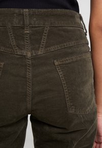 CLOSED - PEDAL PUSHER - Jeans Relaxed Fit - sea tangle - 4