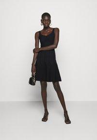 Pinko - GOLF ABITO - Pletené šaty - black - 1