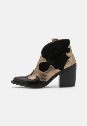 XILDA - High heeled ankle boots - black/gold