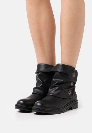 VEGAN KAY KAY - Cowboy/biker ankle boot - black local sheriff