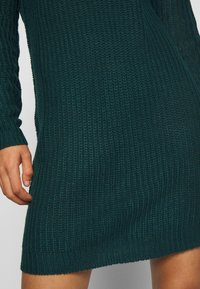 Missguided - AYVAN OFF SHOULDER JUMPER DRESS - Gebreide jurk - forest green - 5