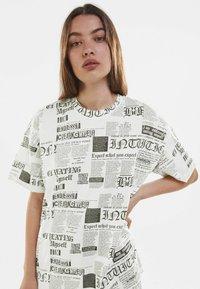 Bershka - Print T-shirt - off-white - 3