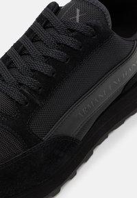 Armani Exchange - OSAKA  - Sneakersy niskie - black - 5