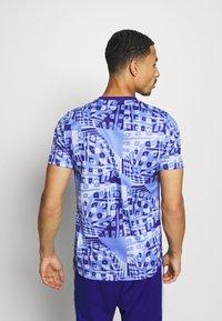 Nike Performance - DRY ACADEMY  - Print T-shirt - royal pulse/white - 2